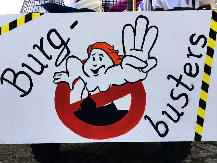 Frontpaneel des Treckers mit Logo der Burgbusters